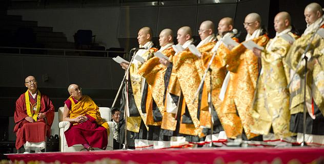 Далай-лама прочитал в Осаке лекцию о пустоте