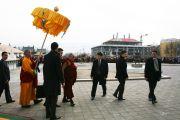 Дээрхийн гэгээнтэн Далай лам Гандантэгчэнлин хийдэд морилов. Улаанбаатар, Монгол. 2011 оны 11 сарын 10. Фото: Игорь Янчоглов