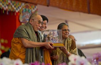 В Бодхгае Далай-ламе вручили Международную премию имени Махатмы Ганди