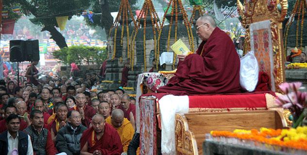 Далай-лама возглавил большой молебен о благополучии Тибета у ступы Махабодхи