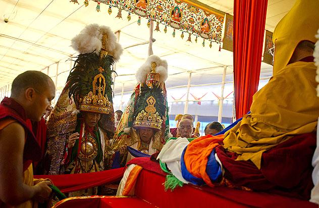 Оракулы Тибета выразили почтение Далай-ламе за дарованное посвящение Калачакры
