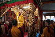 Предварительные ритуалы перед началом построения песочной мандалы Калачакры.Бодхгая, Индия. 1 января 2012. Фото: Игорь Янчеглов
