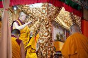 Его Святейшество Далай-лама в первый день учений по Калачакре. Бодхгая, Индия. 1 января 2012. Фото: Тензин Чойджор (офис ЕСДЛ)