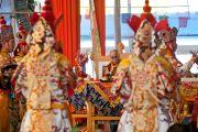 Монахи из монастыря Намгьял исполняют ритуальный танец Калачакры. Бодхгая, Индия. 7 января 2012. Фото: Тензин Чойджор (офис ЕСДЛ)