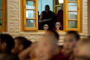 Во время учений Его Святейшества Далай-ламы по Джатакам. Дхарамсала, Индия. 8 марта 2012 г. Фото: Тензин Чойджор (Офис ЕСДЛ)