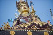 Статуя Гуру Ринпоче в монастыре Пел Вагмин Зигар Оргьен Чойкорлинг в Ревалсаре (Цо Пема). Штат Химачал-Прадеш, Индия. 3 апреля 2012 г. Фото: Тензин Чойджор (Офис ЕСДЛ)