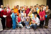 Его Святейшество Далай-лама с послом Монголии в Австрии и сотрудниками посольства после короткой встречи. Вена, Австрия. 27 мая 2012 г. Фото: Тензин Чойджор (Офис ЕСДЛ)