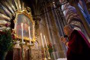 Его Святейшество Далай-лама в соборе Св. Стефана. Вена, Австрия. 27 мая 2012 г. Фото: Тензин Чойджор (Офис ЕСДЛ)