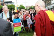 Далай-ламу тепло встречают в Лидсе, Великобритания. 15 июня 2012 г. Фото: Джереми Рассел (Офис ЕСДЛ)