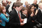 Во время сессии вопросов и ответов на встрече Его Святейшества Далай-ламы со школьниками. Лидс, Великобритания. 15 июня 2012 г. Фото: Chloe Crewe-Read