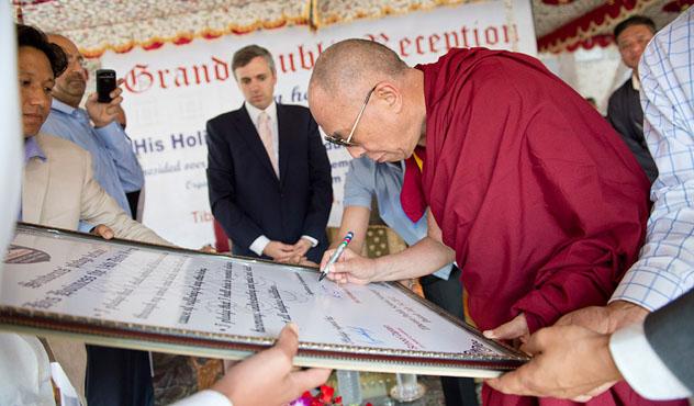 Его Святейшество Далай-лама посетил тибетскую мусульманскую общину Кашмира