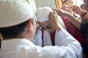 Его Святейшество Далай-лама во время визита в мусульманскую мечеть Шринагара, штат Джамму и Кашмир, Индия. 14 июля 2012 г. Фото: Тензин Чойджор (Офис ЕСДЛ)