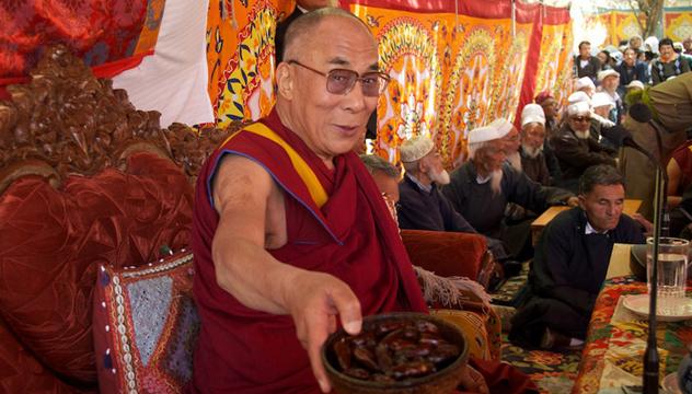 Его Святейшество Далай-лама посетил школу Ламдон и мусульманскую общину в Лехе, Ладак