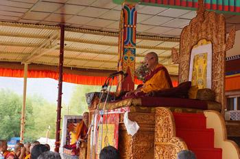 Далай-лама открыл философскую конференцию, встретился с представителями общественности и даровал учения в Лехе