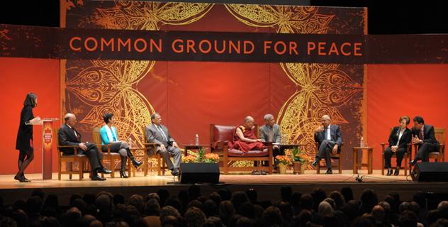 Его Святейшество Далай-лама принял участие в форуме «Основа для всеобщего мира»