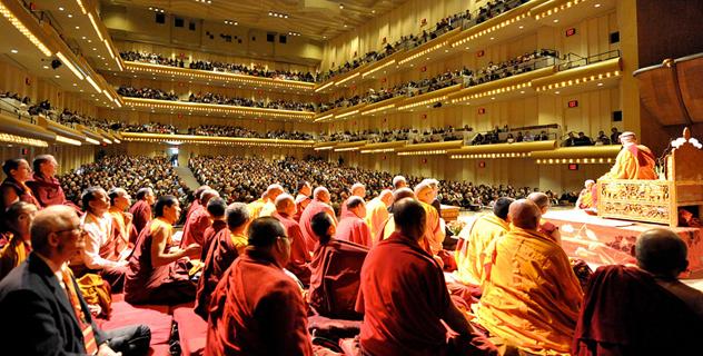 Его Святейшество Далай-лама даровал учение о сути буддизма для калмыков и тибетцев, живущих в Нью-Йорке и Нью-Джерси
