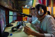 Уг хурлыг англи болон төвд хэл дээр синхрон орчуулга хийж дэлхий дахинд шууд цацав. Энэтхэг, Мундгод, Брайбун хийд. 2013.1.18. Фото/Тэнзин Чойнжор/ДЛО