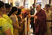 Дээрхийн Гэгээнтэн Далай лам Бангалор хотод морилон ирсний дараа Шарзэ цорж болон бусад төлөөний хүмүүстэй уулзав. Энэтхэг, Бангалор. 2013.3.5. Фото/Тэнзин Такла(ДЛО)