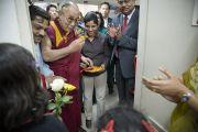 Его Святейшество Далай-лама принял участие в торжественном открытии нового отделения в офтальмологическом научном центре им. Раджендры Прасада при Индийском институте медицинских наук (AIIMS) в Нью-Дели, Индия. 10 марта 2013 г. Фото: Тензин Чойджор (офис ЕСДЛ).