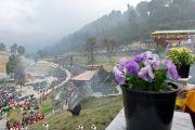 Дээрхийн Гэгээнтэн Далай Лам Равангла дахь Татагата Цал-ыг ширтэн харж байгаа нь. 2013.03.25 Зураг/Тензин Чойжор/ДЛО