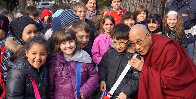 В Больцано Его Святейшеству Далай-ламе вручили премию национальных меньшинств