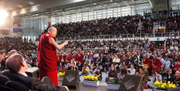 """В Тренто Его Святейшество Далай-лама прочитал лекцию """"Счастье в неспокойном мире"""""""