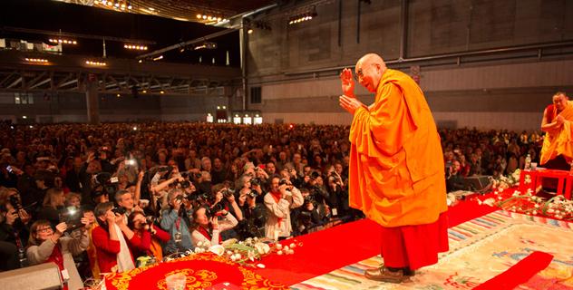 Далай-лама приступил к учениям по тексту «Светоч на пути к пробуждению» во Фрайбурге