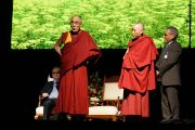 """Дээрхийн Гэгээнтэн Далай Лам Эмбрингтоний төвд """"Энэрэн НигүүлсэхСоёл""""-ын талаар айлдав. Умард Ирланд, Дерри. 2013.04.18. Зургийг Жереми Расселл (ДЛО)"""