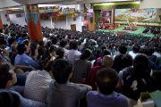 Во время учений Его Святейшества Далай-ламы для тибетской молодежи в Тибетской детской деревне. Дхарамсала, Индия. 27 июня 2013 г. Фото: Тензин Чойджор (офис ЕСДЛ)