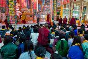 Дээрхийн Гэгээнтэн Далай Лам Бутаны сүсэгтэн нартай уулзаж байгаа  нь. Энэтхэг, Карнатака, Билакуппе, Сэра Жэ дацан. 2013.06.07. Зургийг Тэнзин Чойнжор (ДЛО)