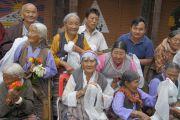 Тибетцы дожидаются прибытия Его Святейшества Далай-ламы в тибетское поселение в Мундгоде. Карнатака, Индия. 17 июля 2013 г. Фото: Тензин Такла (офис ЕСДЛ)