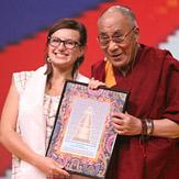 Дээрхийн Гэгээнтэн Далай Лам энэрэн нигүүлсэх соёлын талаар илтгэв