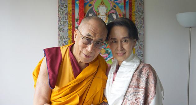 """В Праге Его Святейшество Далай-лама провел учения по поэме Лангри Тангпы """"Восемь строф о тренировке ума"""""""