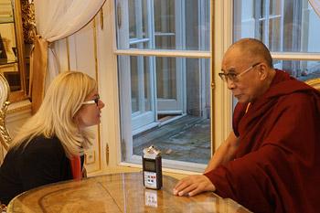 Далай-лама встретился с польскими парламентариями, тибетцами и группами поддержки Тибета