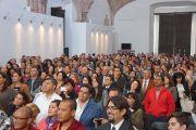 Участники межрелигиозной встречи слушают выступление Его Святейшества Далай-ламы в церкви Св.Августина. Сакатекас, Мексика. 16 октября 2013 г. Фото: Джереми Рассел (офис ЕСДЛ)