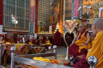 Далай-лама прибыл в монастырь Сера близ Билакупе