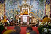 Во время учений Его Святейшества Далай-ламы в монастыре Сера Чже. Билакуппе, штат Карнатака, Индия. Декабрь 2013 г. Фото: Тензин Чойджор (офис ЕСДЛ)