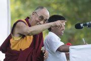 Его Святейшество Далай-лама выступает перед местными жителями и студентами в Сирпуре. Штат Чаттисгарх, Индия. 14 января 2014 г. Фото: Тензин Чойджор (офис ЕСДЛ)