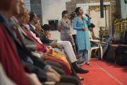 Слушатели задают вопросы Его Святейшеству Далай-ламе во время семинара, посвященного философии Нагарджуны, в университете Райпура. Штат Чаттисгарх, Индия. 13 января 2014 г. Фото: Тензин Чойджор (офис ЕСДЛ)