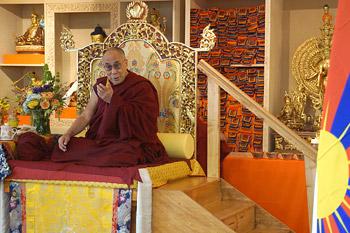 Далай-лама провел беседу об обретении счастья и посетил церемонию награждения премией «Неизвестные герои сострадания»