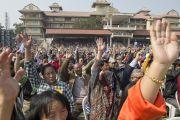 """LBS сангийн дурсгалд зориулан айлдсан """"Энх тайванд хүрэх зам"""" сэдэвт илтгэлийг 5,000 гаруй хүмүүс хүрэлцэн ирж сонсов. Энэтхэг, Ашам, Гувахати. 2014.02.02. Зургийг Дэнзэн Чойжор (ДЛО)"""