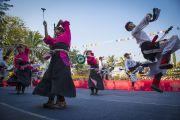 Төвдийн хүрээлэнгийн уран бүтээлчидийн урлагийн үзүүлбэрээс. Энэтхэг, Ассам, Гувахати, 2014.02.02. Зургийг Дэнзэн Чойжор (ДЛО)