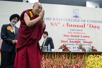 Далай-лама стал главным гостем на праздновании 88-й годовщины со дня основания торгового колледжа «Шри Рам»