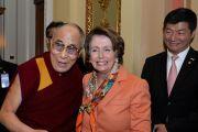 Его Святейшество Далай-лама, лидер меньшинства в палате представителей США Нэнси Пелоси и сикьонг Центральной тибетской администрации Лобсанг Сенге на Капитолийском холме. Вашингтон, округ Колумбия, США. 6 марта 2014 г. Фото: Сонам Зоксанг