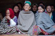 Местные тибетцы собрались в Центральной тибетской школе, чтобы послушать наставления Его Святейшества Далай-ламы. Шимла, штат Химачал Прадеш, Индия. 18 марта 2014 г. Фото: Тензин Чойджор (офис ЕСДЛ)