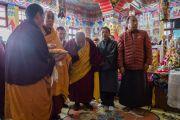 Его Святейшество Далай-лама во время посещения ньингмапинского монастыря Туптен Дордже Драк в Шимле, штат Химачал Прадеш, Индия. 18 марта 2014 г. Фото: Тензин Чойджор (офис ЕСДЛ)