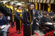 Студенты ожидают своей очереди получать диплом на торжественной церемонии в Центральном университете штата Химачал Прадеш. Шимла, штат Химчал Прадеш, Индия. 19 марта 2014 г. Фото: Тензин Чойджор (офис ЕСДЛ)