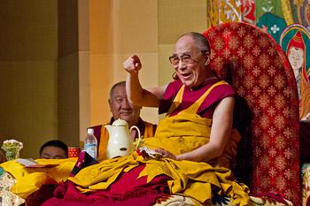 В Токио Далай-лама даровал однодневные учения по трем важным буддийским текстам