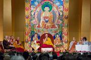 Вид на сцену во время учений Его Святейшества Далай-ламы в Токио. Токио, Япония. 17 апреля 2014 г. Фото: Тибетский офис в Японии