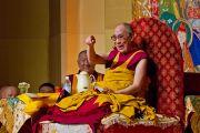Во время учений Его Святейшества Далай-ламы в Токио. Токио, Япония. 17 апреля 2014 г. Фото: Тибетский офис в Японии